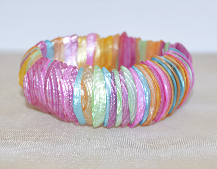 bracelete de madrepérola colorida